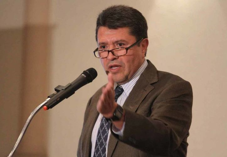 Monreal cuestionó los cinco 'gasolinazos' que van en la administración de Peña Nieto. (Archivo/Notimex)
