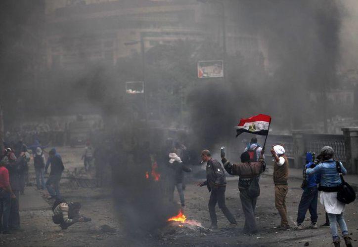 Al menos 74 personas murieron y decenas más resultaron heridas el 1 de febrero de 2012 en tumultos desatados por un enfrentamiento. (Agencias)