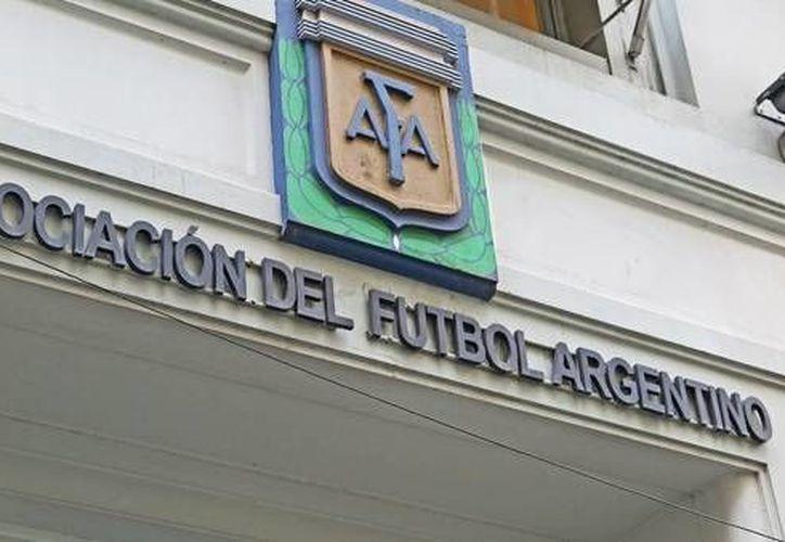 La Asociación del Futbol Argentino fue denunciada penalmente porque no le pagó unos 5 mdd al fisco. (Foto tomada de clarin.com)