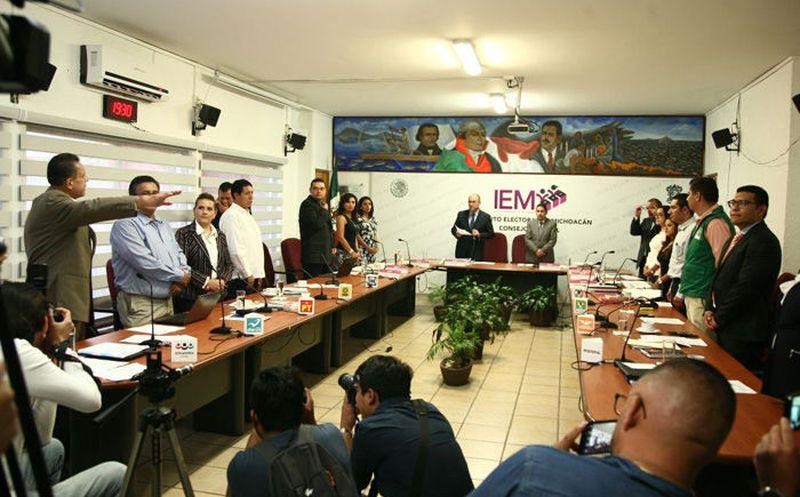La representante del PT ante el Instituto Electoral de Michoacán (IEM), Marcela Casillas Castillo, anunció el homicidio de su candidata municipal. (La Voz de Michoacan)