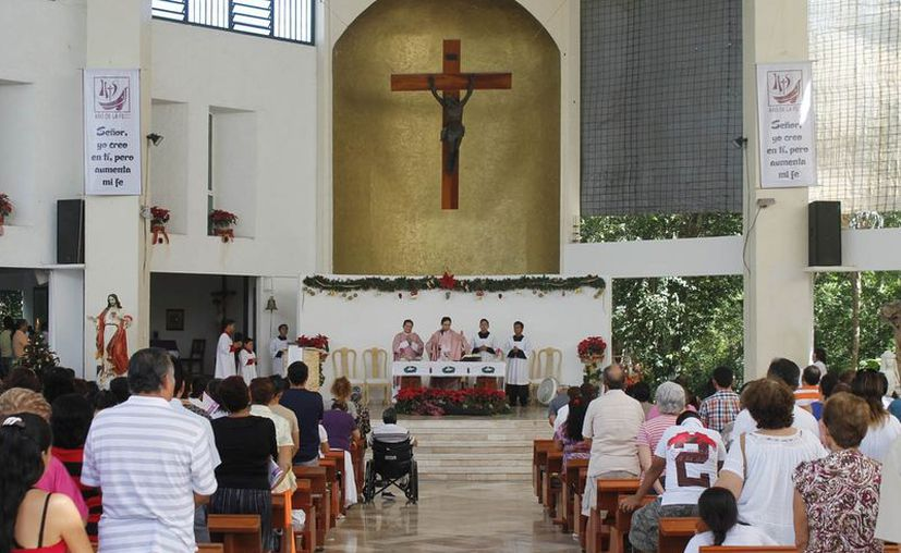 El obispo dijo que en estas fechas la gente se reconcilia, convive con sus seres queridos y les demuestra su amor. (Jesús Tijerina/SIPSE)