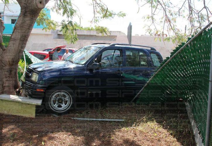 Al lugar llegaron peritos de tránsito de la Secretaría de Seguridad Pública (SSP), además de las aseguradoras de ambos vehículos. (SIPSE)
