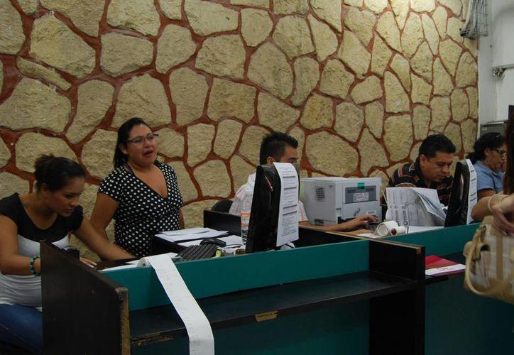 Empleados de confianza están obligados a presentar sus renuncias. (Tomás Álvarez/SIPSE)