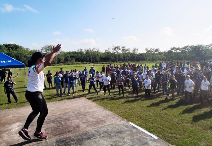 Estudiantes y alumnos participaron en la actividad. (Foto: Novedades Yucatán)