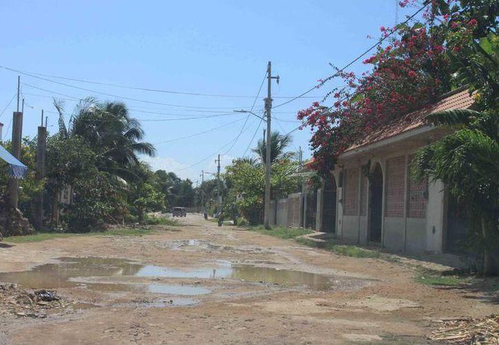 Más de dos mil viviendas habitadas, en Quintana Roo, drenan sus derechos sanitarios a través de grietas directas a la tierra. (Alejandra Carrión/SIPSE)