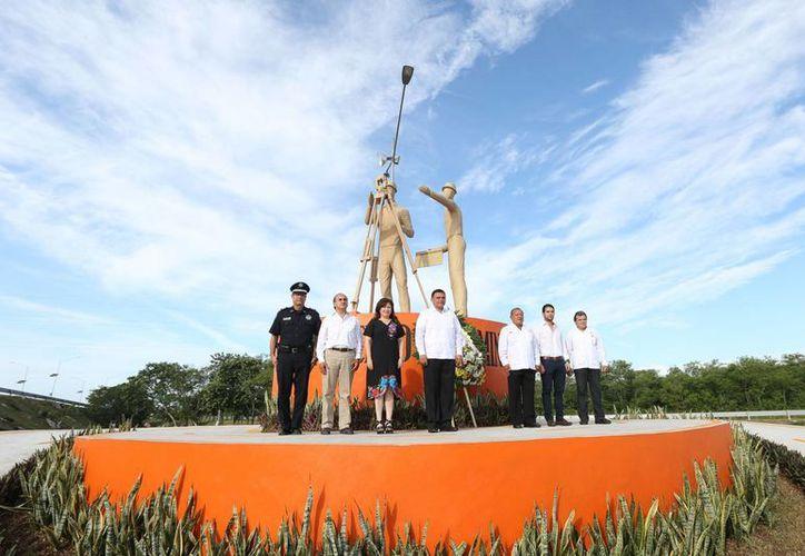 Rolando Zapata reconoció el trabajo de los camineros, ingenieros y constructores a favor de la obra civil en Yucatán. (Cortesía)
