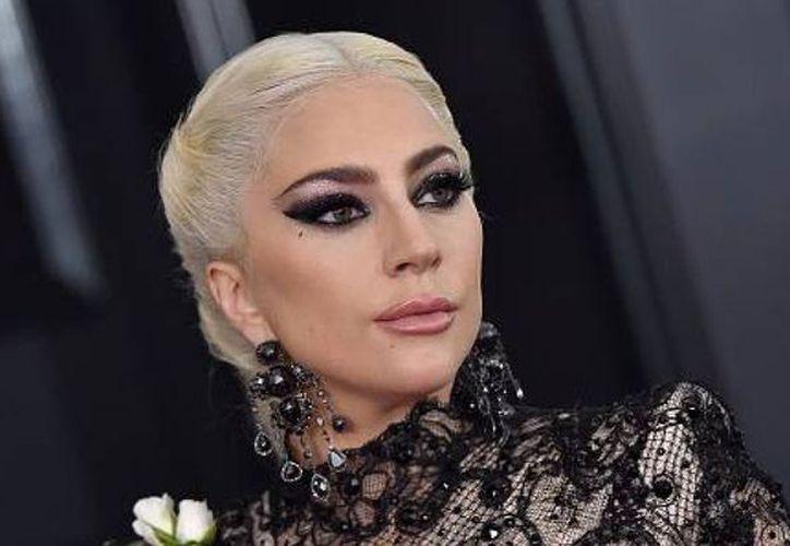 Gaga también ha rescatado del baúl de los recuerdos una antigua fotografía. (Forbes)