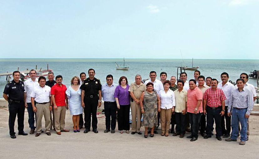Participantes en la reunión regional de seguridad, en Dzilam de Bravo. (Cortesía)