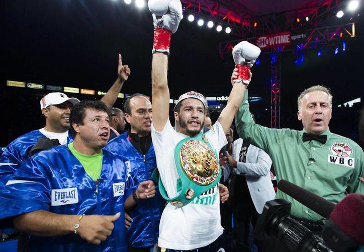 El boxeador mexicano busca ganar un título mundial en una tercera división diferente. (Foto tomada de Desdeelring.com)