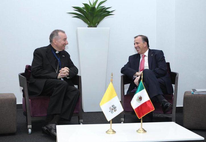 En el marco de la VII Cumbre de las Américas, el secretario de Relaciones Exteriores, José Antonio Meade Kuribreña, se reunió este viernes en Panamá con el secretario de Estado de la Santa Sede, Pietro Parolin. (Notimex)