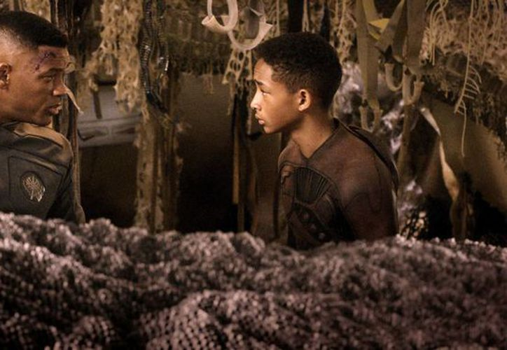 Por 'After Earth' Jaden Smith (d) se llevó el Razzie al peor actor protagónico, su papá, Will Smith el de peor actor de reparto; y los dos ganaron el de la peor pareja en la pantalla. (Agencias)