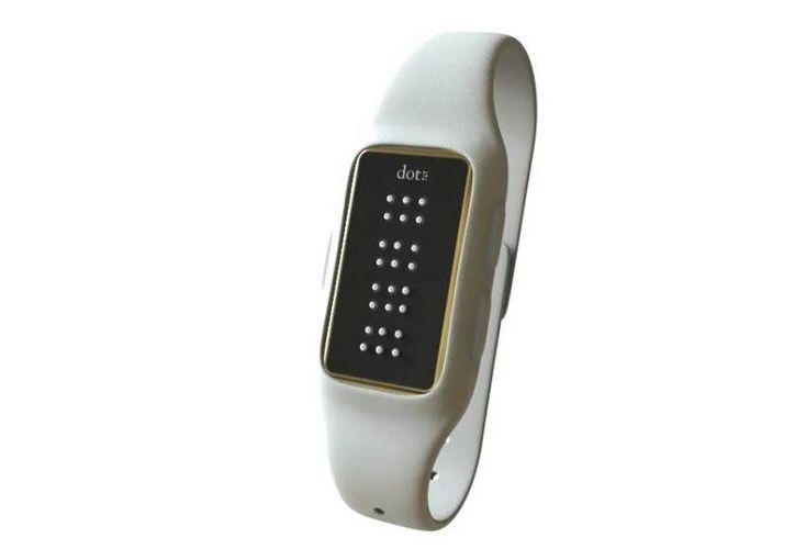 Dot es el primer dispositivo en su tipo en reducir su tamaño. (fingerson.strikingly.com)