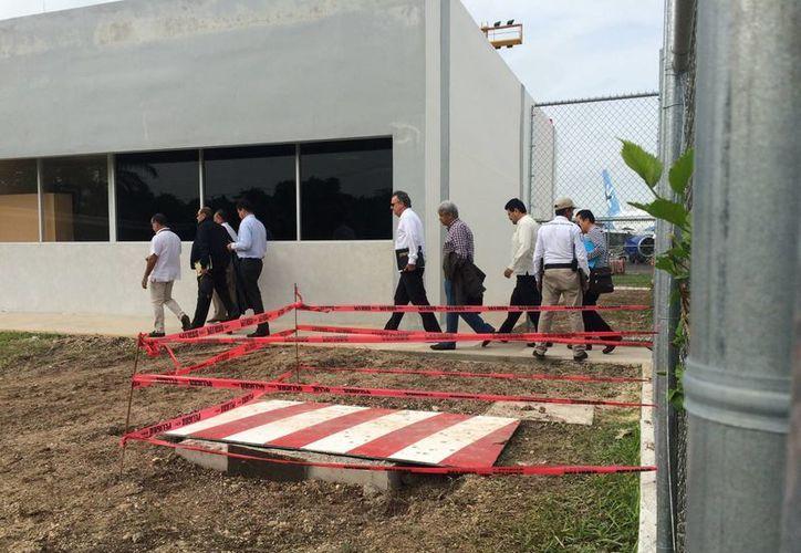 Directivos de ASA supervisaron los trabajos de ampliación y modernización de la terminal aérea. (Gerardo Amaro/SIPSE)