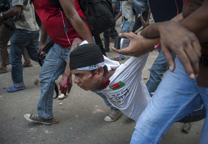 Las protestas iniciaron el domingo al atardecer y se prolongaron hasta este lunes. (Agencias)