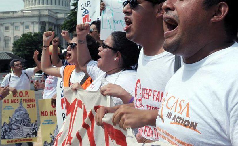 El pasado 10 de julio cientos de personas se manifiestaron frente al Capitolio en Washington para exigir una reforma migratoria justa. (Archivo/EFE)