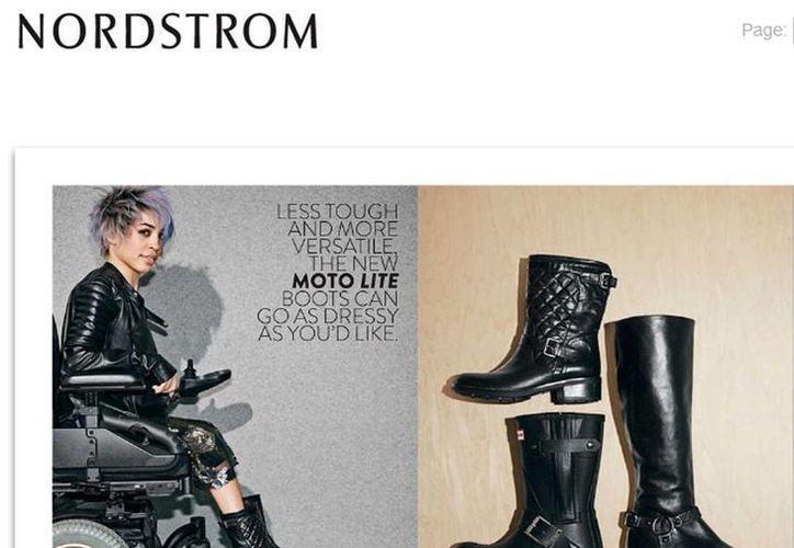 La modelo en la silla de ruedas tiene un peinado estilo punk, una chaqueta de cuero negro y las botas que se venden mediante el catálogo. (shop.nordstrom.com)