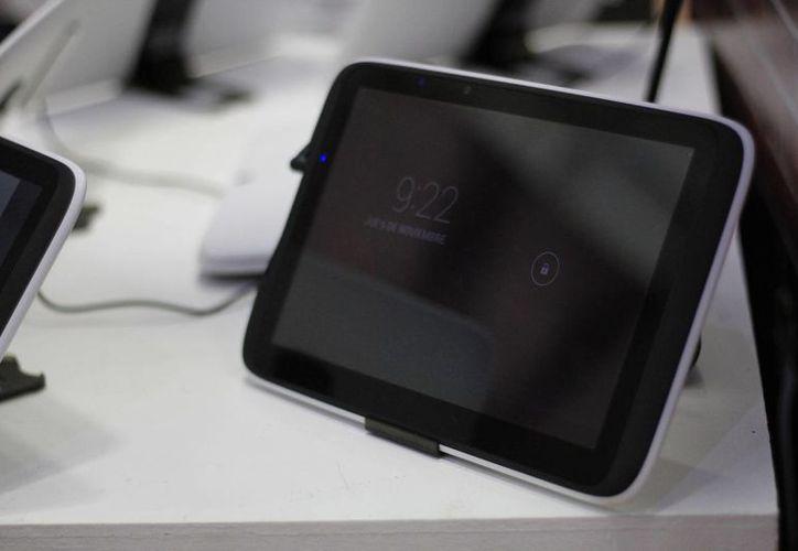 El programa consiste en hacer las clases más interactivas y romper con la monotonía del clásico pizarrón por medio de las tabletas. (Sergio Orozco/SIPSE)