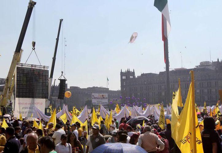 Manifestación del PRD en el Zócalo capitalino 'en defensa del petróleo'. (Notimex)