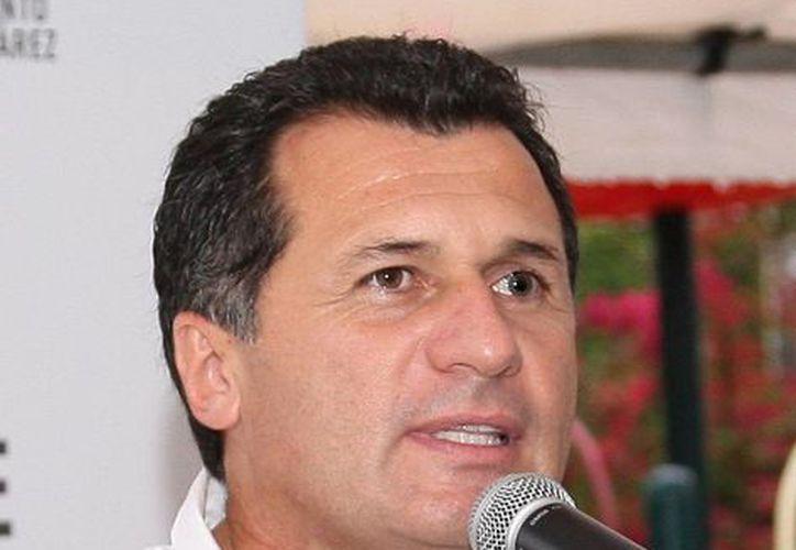 El secretario de Obras Públicas y Servicios, Roger Espinosa Rodríguez, indicó que la rehabilitación de la avenida Cobá se ha pospuesto.  (Redacción/SIPSE)