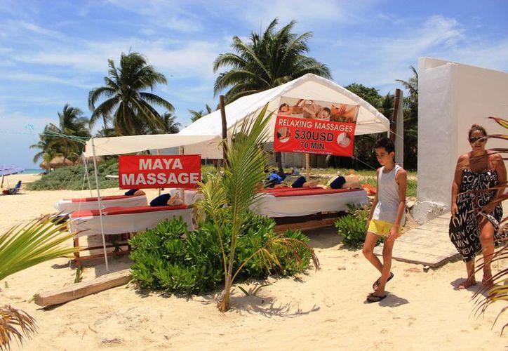 Un espacio en donde se ofrecen masajes frente al mar, en Xcalacoco, será investigado por la Zofemat. (Octavio Martínez/SIPSE)