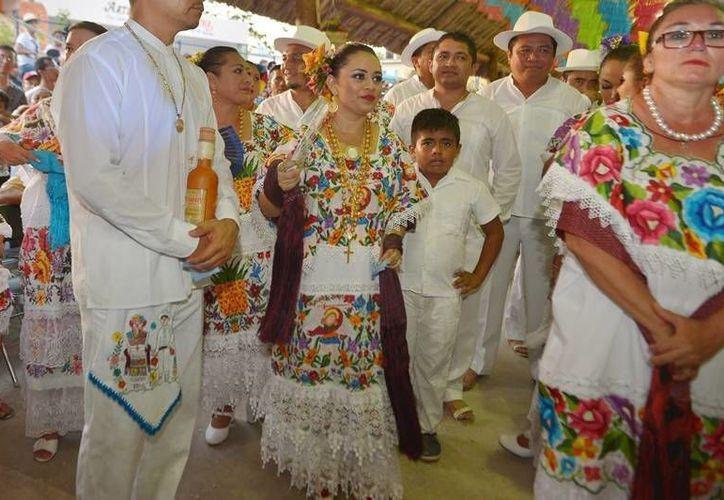 En 2016 la alcaldesa llegó al poblado ataviada con el traje típico regional. (Foto: Gustavo Villegas)