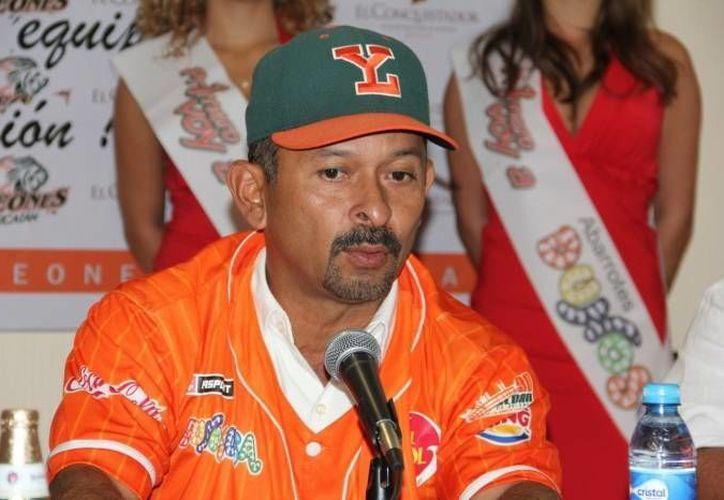 El 'Travieso' Daniel  Fernández ofrece su mejor esfuerzo. (SIPSE)