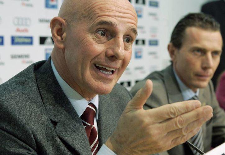 Sacchi intentó matizar su comentario alegando el orgullo e identidad nacional. (Foto: AP)