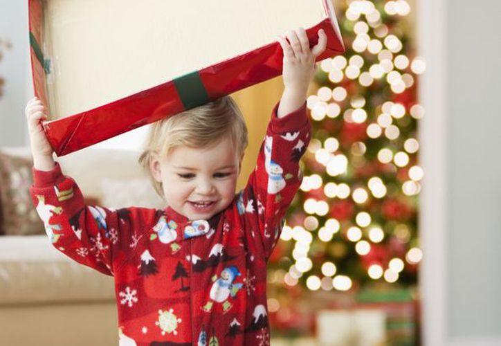El FBI recomienda investigar los regalos en internet y leer reseñas para ver si hay problemas de seguridad. (Foto: Una Mamá Novata)