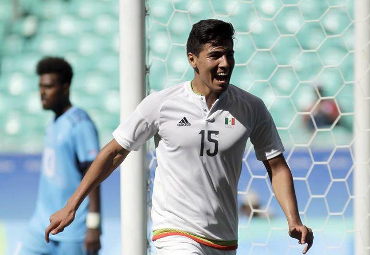 Erick Gutiérrez se instaló como el segundo mejor goleador mexicano en Juegos Olímpicos con 4 goles, uno menos que Oribe Peralta.(Arisson Marinho/AP)