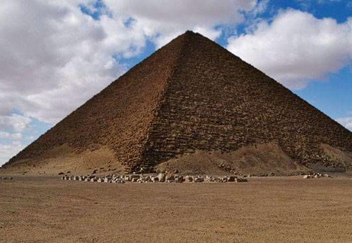 Pirámide de Snofru, en Dashur, Egipto, donde al parecer ocurrió el enfrentamiento en 1978. (SIPSE)