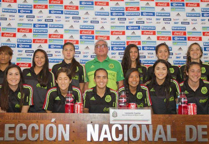 Leonardo Cuélla puso en manos de los directivos su continuidad al frente de la Selección Femenil Mexicana de Futbol. (Notimex)
