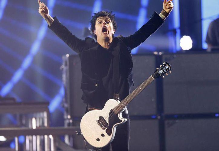 Green Day se llevó la noche al recibir el premio Icono Global durante los galardones realizados en Holanda. (AP)
