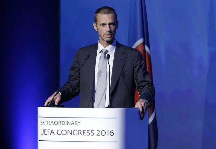 Imagen del presidente electo de la UEFA, Aleksander Ceferin, durante su participación en la elección del nuevo líder, en Atenas. Reemplazará a Michel Platini. (Foto AP / Thanassis Stavrakis)