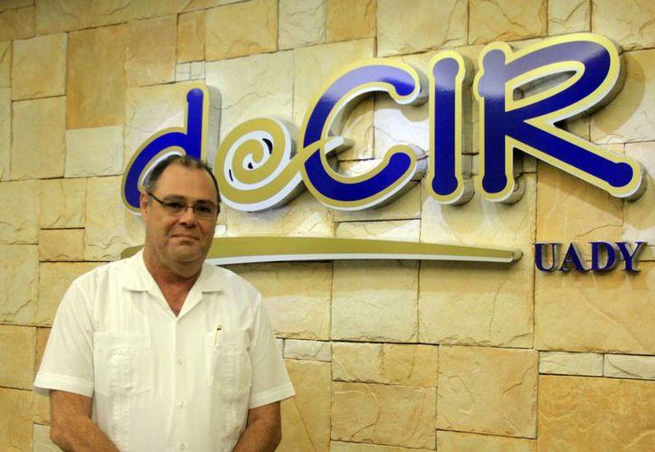"""""""Como investigador me tengo que nutrir de todo, de mis estudiantes, comunidad, mis pacientes, libros y otros investigadores"""", dijo el Dr. Jorge Zavala Castro. (Christian Ayala/Milenio Novedades)"""