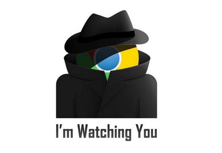 """La poco sutil campaña contra el gigante buscador incluye camisetas con mensajes como """"Te vigilo"""". (scroogled.com)"""