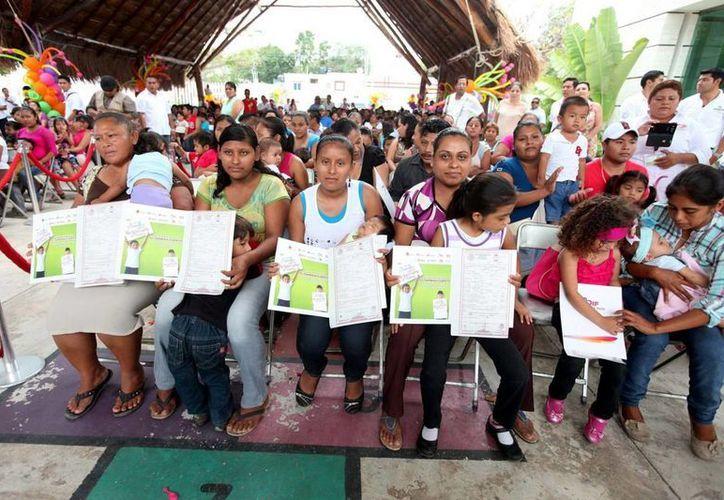 En el 2014 se expidieron 763 actas de nacimiento a niñas y niños de los 10 municipios del Estado. (Redacción/SIPSE)