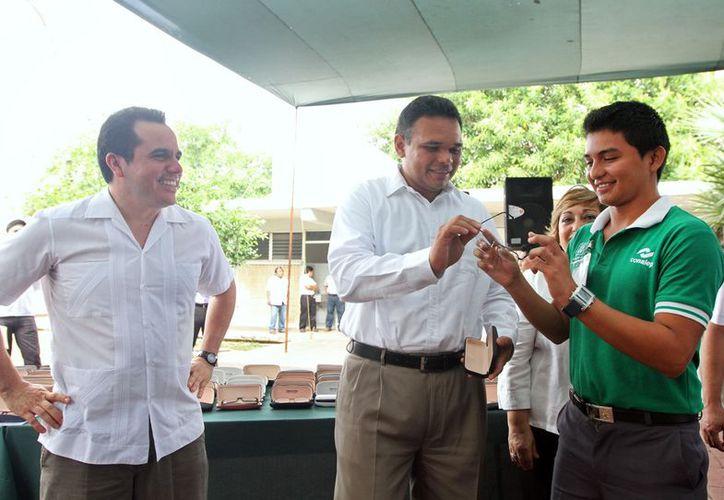 En la compra de lentes para los alumnos del Conalep se se invirtieron más de 217 mil pesos, informa el Gobierno del Estado. (Cortesía)