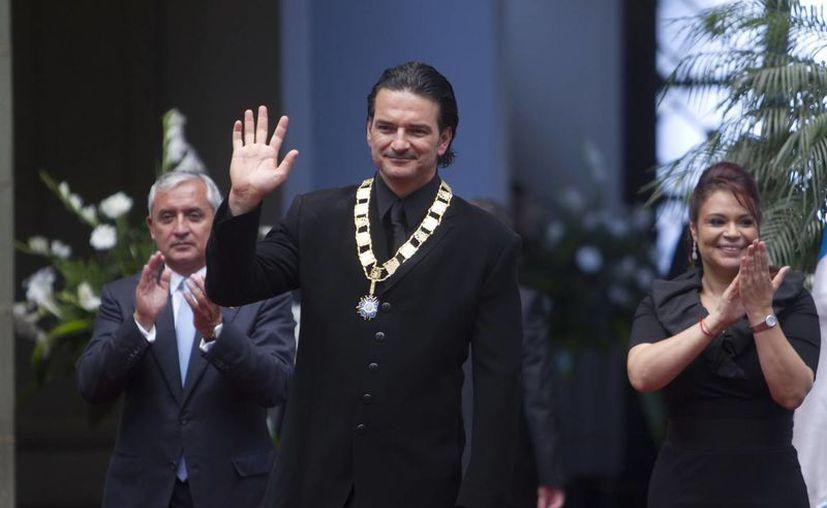 A este país lo amo profundamente, dijo Arjona al recibir la condecoración. (EFE)