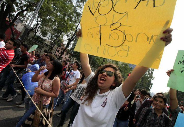 Marcha reciente de estudiantes del Instituto Politécnico Nacional, de la Estela de Luz en Reforma a La Plaza de las Tres Culturas, en Tlatelolco. (Foto de archivo de Notimex)