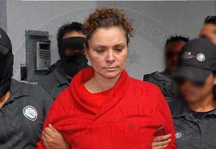 María de los Ángeles Pineda, esposa del exalcalde de Iguala, Guerrero, durante su traslado al Cefereso de Tepic. (Tomada de @PGR_mx)
