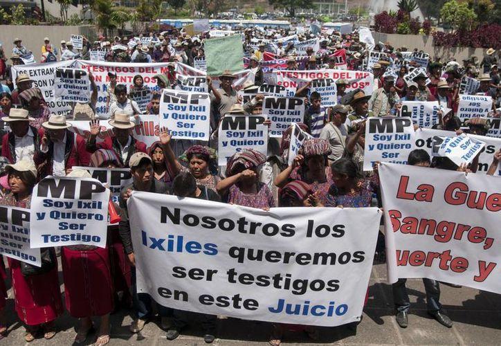 Indígenas ixiles guatemaltecos se manifestaron en apoyo al exgeneral guatemalteco José Efraín Ríos Montt. (Agencias)