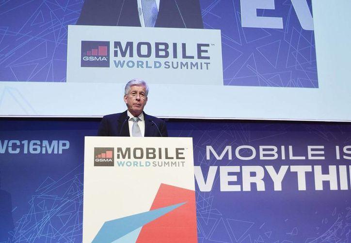 Gerardo Ruiz Esparza, secretario de Comunicaciones y Transportes, durante su participación en el Congreso Mundial de Móviles de Barcelona. (Notimex)