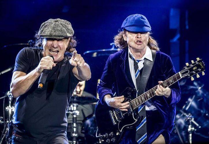 La banda AC/DC cancelará las próximas fechas de su gira en EU, por el problema de su vocalista.(EFE)