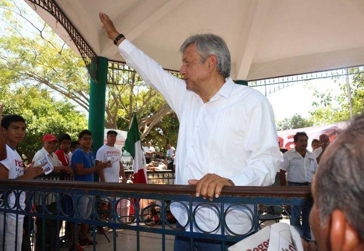 Andrés Manuel López Obrador realizó un mitin ayer en en el parque Lázaro Cárdenas del Río de la colonia Colosio. (Adrián Barreto/SIPSE)