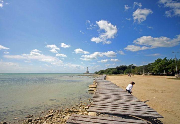 Descenso de temperatura ocasionó que en sitios turísticos mermaran visitantes y bañistas. (Enrique Mena/SIPSE)