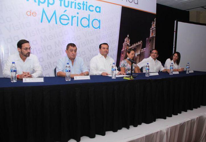 Renán Barrera Concha ofreció una reunión en el Tianguis Turístico para presentar las bondades de la Ciudad Blanca. (Milenio Novedades)