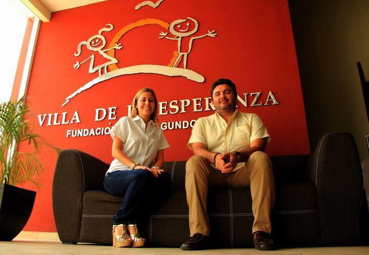 Mariana Rodríguez Molina y Marco Cáceres Novelo, directivos de Fundación Villa de la Esperanza. (Milenio Novedades)