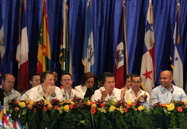 Enrique Peña Nieto se comprometió a continuar con la ayuda humanitaria para la reconstrucción de este país. (presidencia.gob.mx)