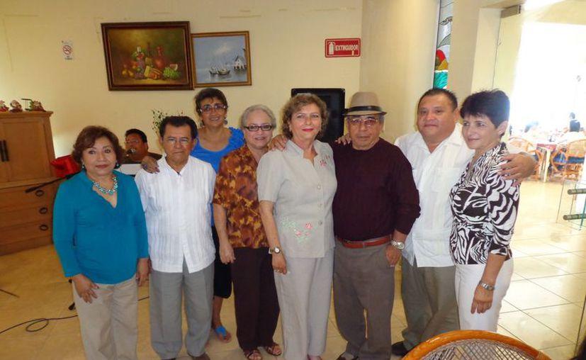 Los miembros de Recuerdos de Progreso volverán a reunirse hasta febrero próximo para celebrar el día del amor y la amistad. (Manuel Pool/SIPSE)