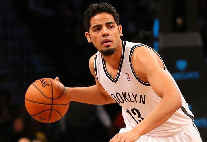 El mexicano Jorge Gutiérrez ha ido de contrato breve en contrato breve, tratando de establecerse en la NBA. (bucksketball.com)